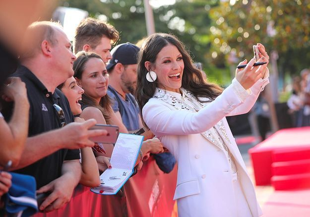 Selfie collectif pour Evangeline Lilly