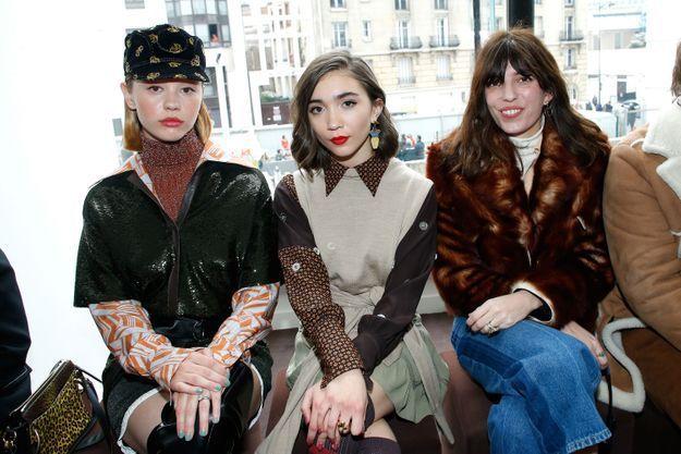 Mia Goth, Rowan Blanchard et Lou Doillon au défilé Chloé
