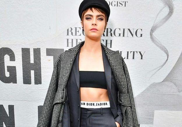 Cara Delevingne de retour à la Fashion Week de Paris au défilé Dior