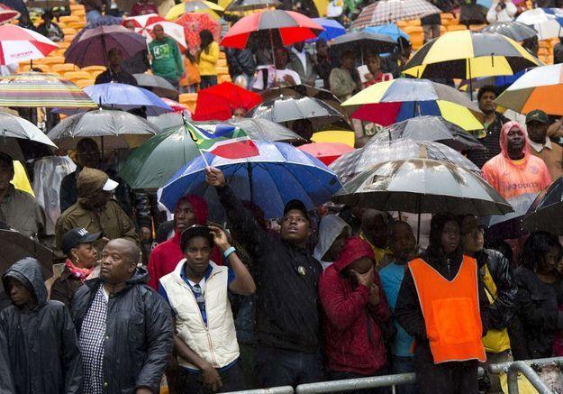 Les Sud-Africains sous la pluie