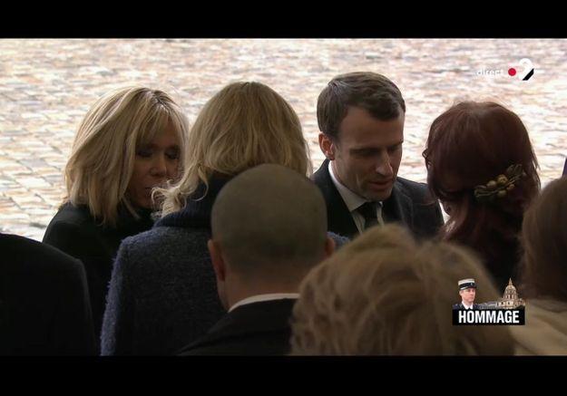 Emmanuel et Brigitte Macron avec les proches d'Arnaud Beltrame