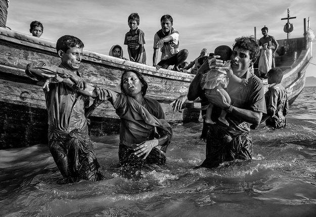 Les réfugiés Rohingya fuient au Bangladesh pour échapper à la purification ethnique