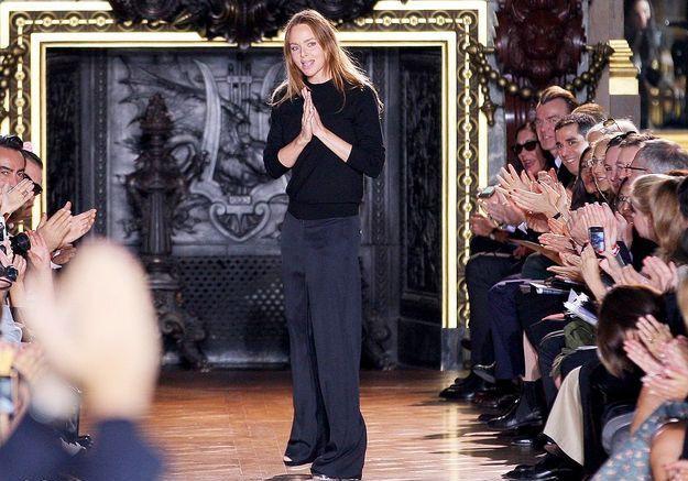 Stella McCartney pour avoir remporté deux prix à la soirée des British Fashion Awards