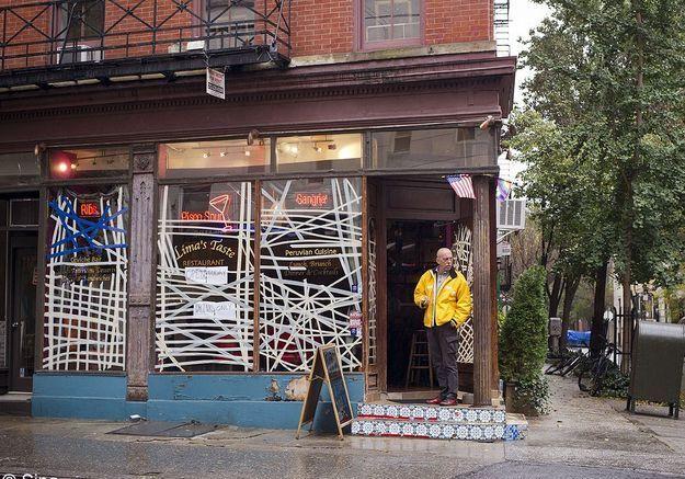 New york ouragan preparatif vitre