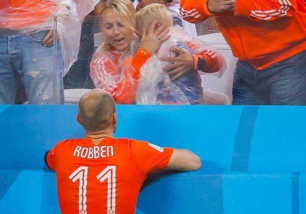 Les pleurs du fils de Robben