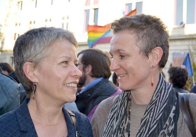 Béatrice, 48 ans et Catherine, 52 ans, en couple depuis dix ans