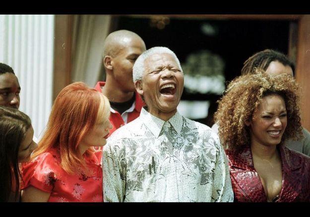 Les Spice Girls et Nelson Mandela en novembre 1997