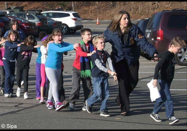 Des enfant fuyant l'école