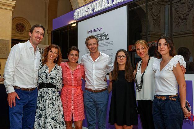 Anne-Cécile Sarfati entourée de L'équipe L'Oréal Paris
