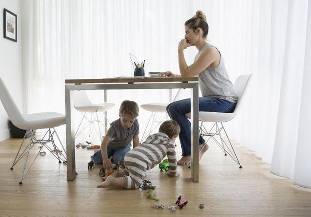 Travailler quand on a des enfants reste un casse-tête pour les femmes. On vous explique pourquoi !