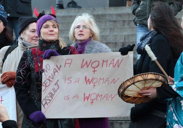 Agressions sexuelles à Cologne : les réactions des féministes françaises