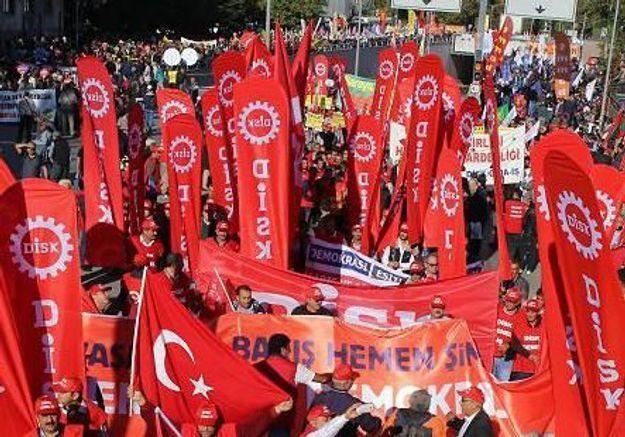 Ankara : des milliers de personnes manifestent après l'attentat