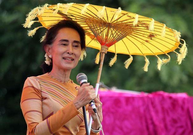 Aung San Suu Kyi se présente aux élections législatives en Birmanie