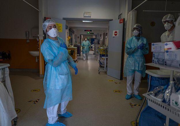 Aux urgences, les soignantes en première ligne