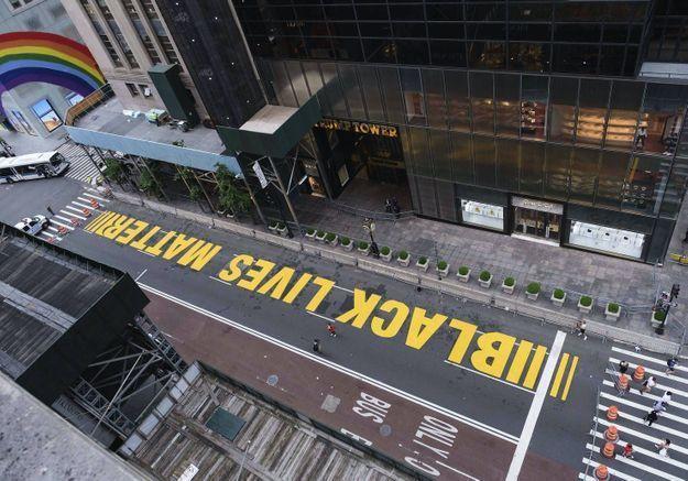 Black Lives Matter : le maire de New York fait peintre le slogan engagé devant la Trump Tower