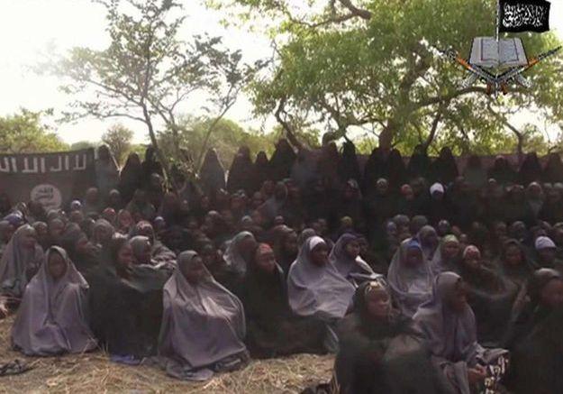Boko Haram diffuse la première vidéo des 223 lycéennes enlevées