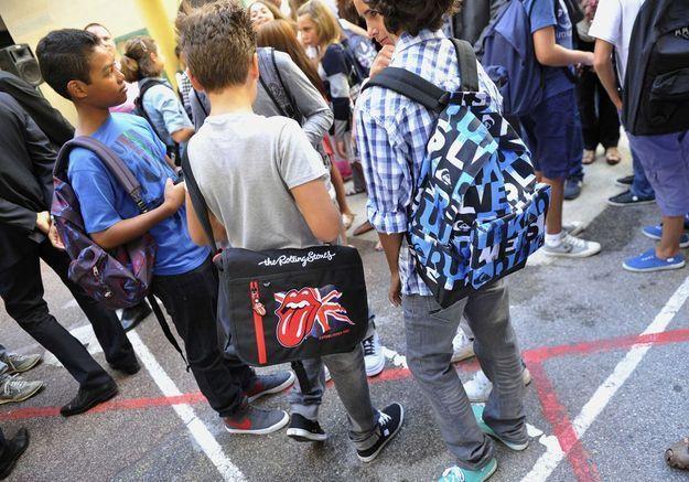 Cartables trop lourds : des kinés gratuits pour les élèves