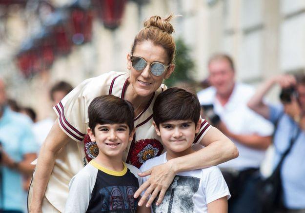 Céline Dion admet toujours dormir avec ses jumeaux de 8 ans