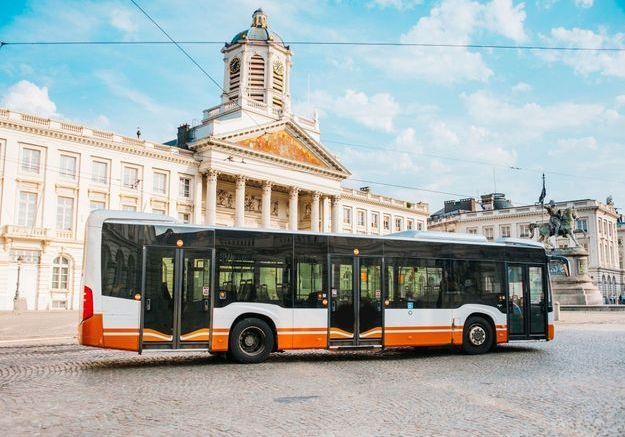 Confinement : un bus parcourt Bruxelles pour délivrer les messages audio des proches