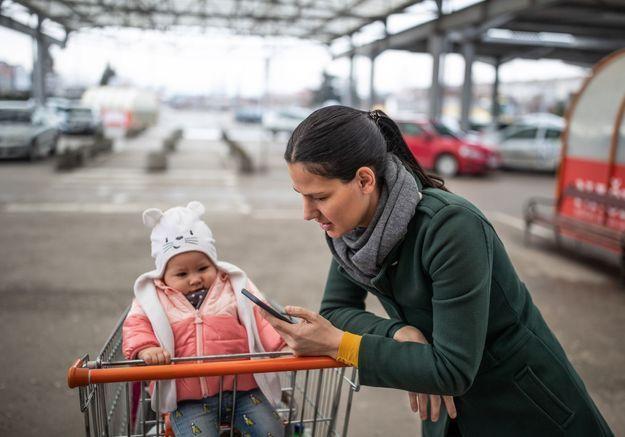 Coronavirus : 800 mères isolées avec enfants refusées à l'entrée de magasins