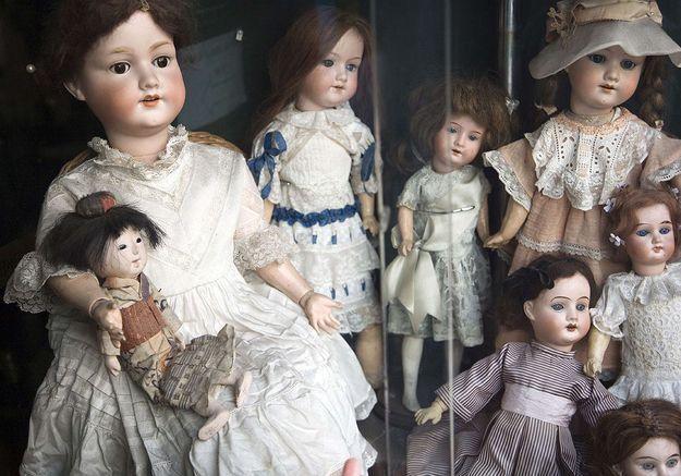 Californie : d'étranges poupées déposées sur le perron de petites filles