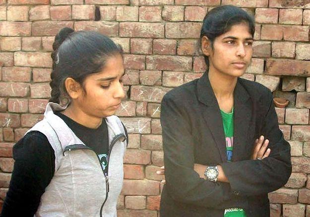 Deux sœurs indiennes se défendent contre leurs agresseurs et font le buzz