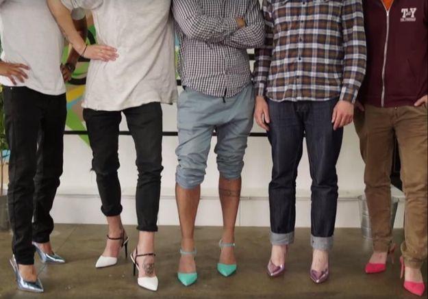 Devinez pourquoi ces cinq hommes portent des talons