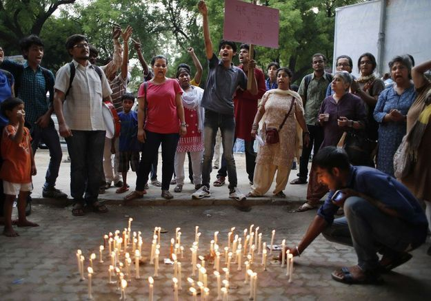 En Inde, 3 suspects admettent avoir violé les deux adolescentes