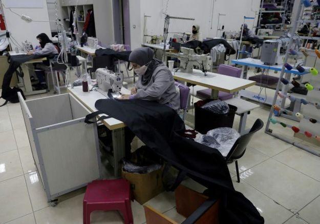 Désormais, ces couturières libanaises confectionnent de sacs mortuaires