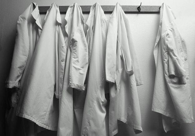 « Et toi, tu te la rases comment, ta ch… ? » : quand « Paye ta blouse » dénonce le sexisme ahurissant du domaine médical