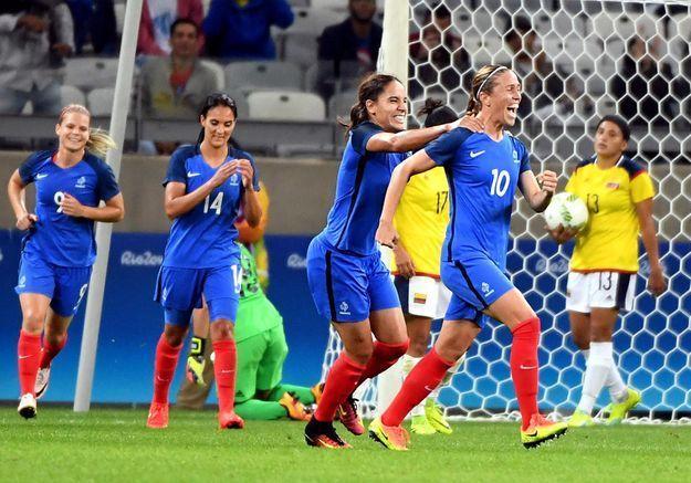 Foot : première victoire pour les Bleues à Rio