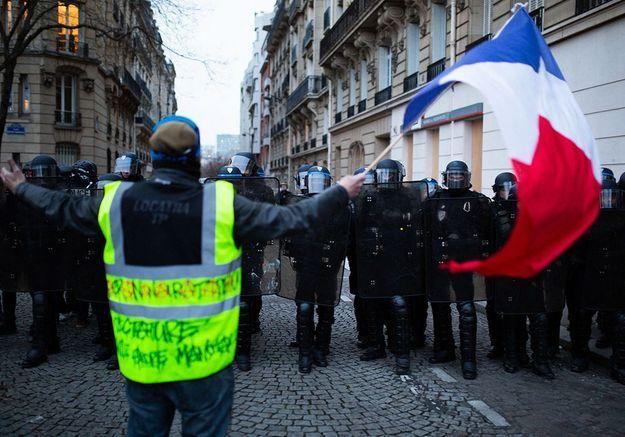 Gilet jaune : l'État condamné à indemniser une manifestante blessée à Lyon par un tir de LBD