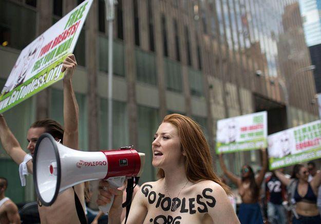 GoTopless Day : les femmes manifestent seins nus à travers le monde