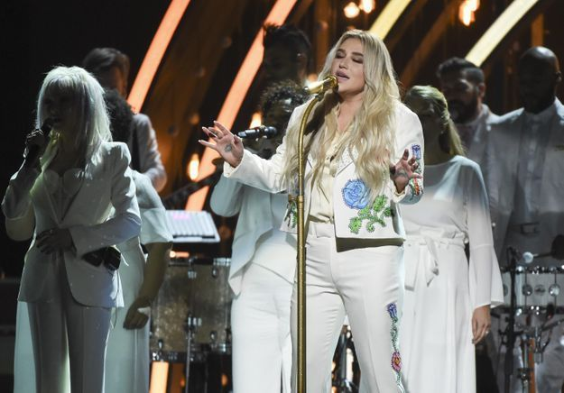 Grammy Awards 2018 : quand Kesha dénonce son agresseur en chantant « Praying »