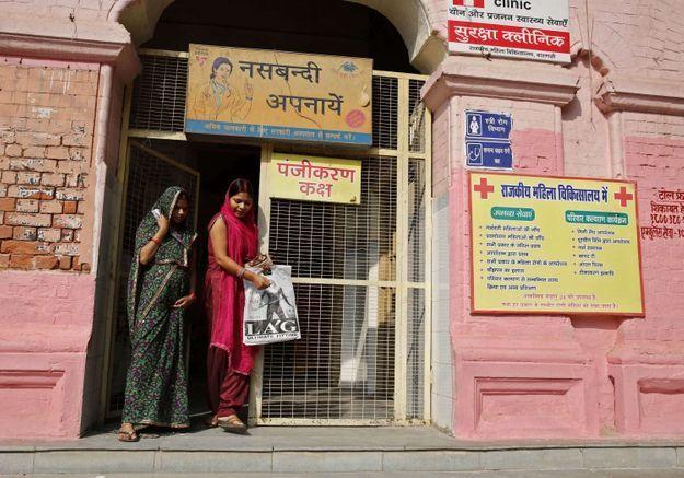 Indiennes décédées durant une opération de stérilisation : le chirurgien arrêté