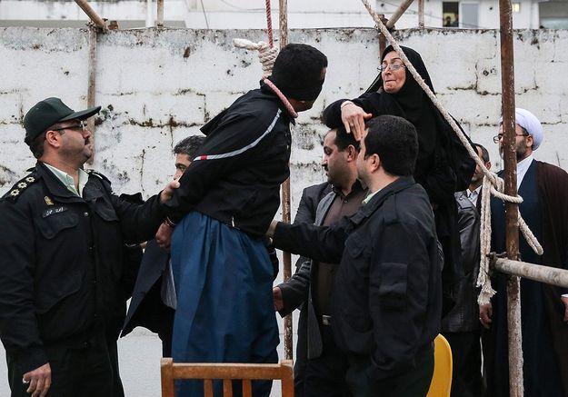 Iran : elle gracie le meurtrier de son fils juste avant sa pendaison