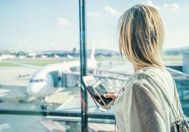 « Je me suis sentie humiliée » : à cause de son décolleté, une femme se voit refuser l'accès à son avion
