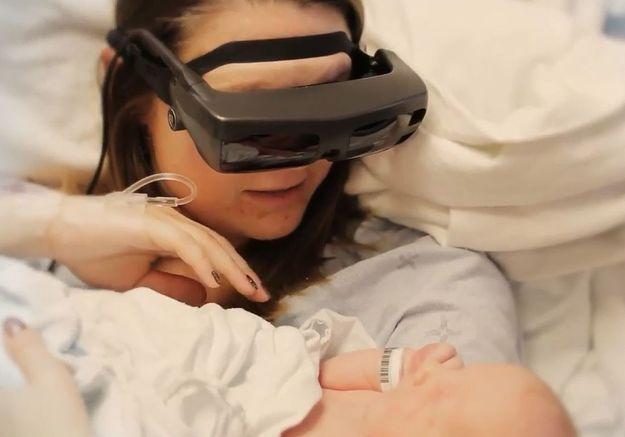 L'émouvante vidéo d'une mère aveugle qui voit son bébé pour la première fois