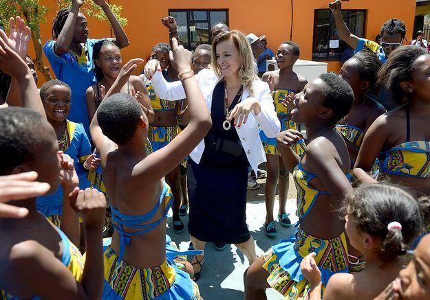 La danse de Valérie Trierweiler avec des enfants de Soweto