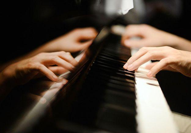 La pianiste Annabel Bennett affirme avoir dû prendre un nom d'homme pour passer à la radio