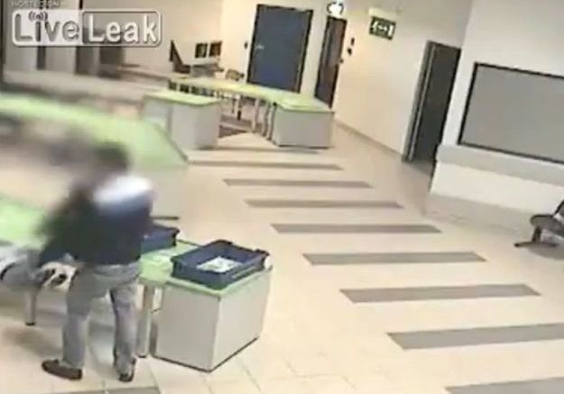 La vidéo d'un bébé sauvé par un vigile fait le buzz