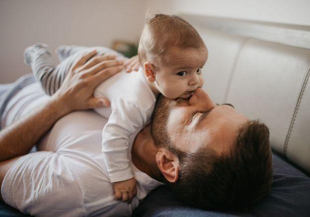 Le congé paternité va passer de 14 à 28 jours