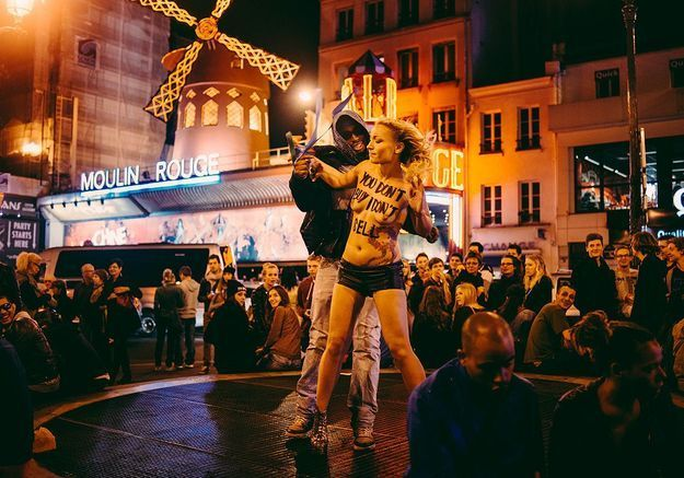 Les Femen contre la « machine à broyer » de la prostitution
