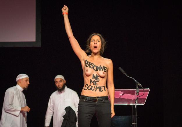 Les Femen font irruption au Salon musulman de Pontoise