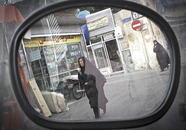 Les Iraniennes traquées par la police à cause de leur tenue