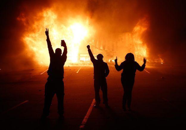 Non-lieu pour le policier qui a tué Michael Brown: Ferguson s'embrase
