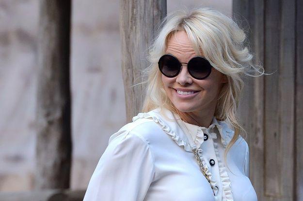 Pamela Anderson : «  Ma mère m'a appris à ne pas aller à l'hôtel avec un étranger »