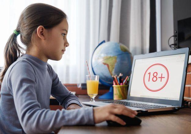 Porno : le gouvernement lance un site pour aider les parents à mieux protéger leurs enfants