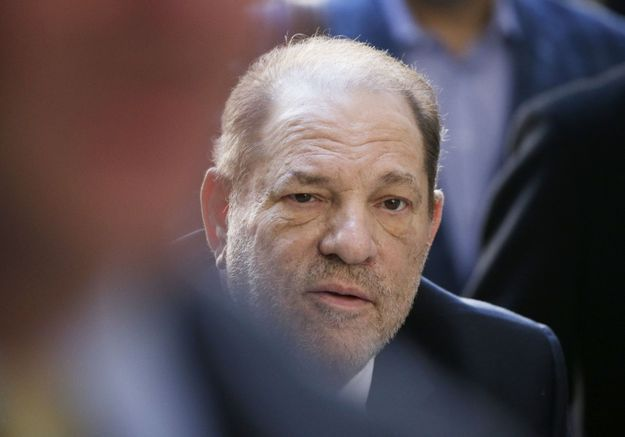 Procès Weinstein : l'ex-magnat d'Hollywood reconnu coupable d'agression sexuelle et de viol