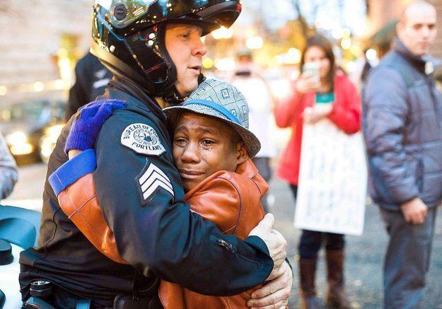 Quand la photo d'un « free hug » émeut l'Amérique
